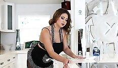 Carmen Caliente - Smoking Plant Fun
