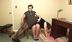Boss fucks pretty girl while sitting on her hands