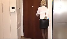 Anal creampie without condom fucked mature bitch passionately on the sofa