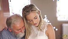 Busty Blonde Katie Glimpsing Young Tits Stroke