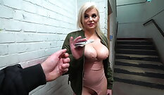 Chicago iron beauty cockriding by pervert dude